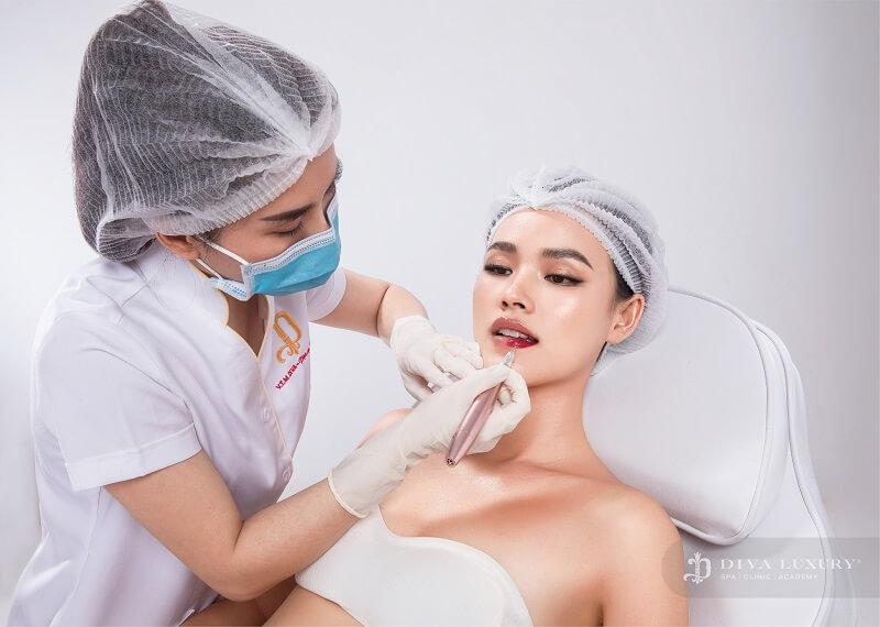 phun-moi-collagen-gia-bao-nhieu-review-chi-tiet-2