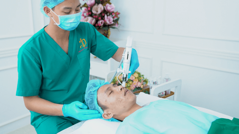 Điều trị sẹo tại DIVA do các bác sĩ da liễu trực tiếp thực hiện