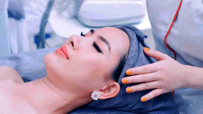 Hoa hậu Phan Thị Mơ trải nghiệm dịch vụ chăm sóc da tại Viện Thẩm Mỹ DIVA