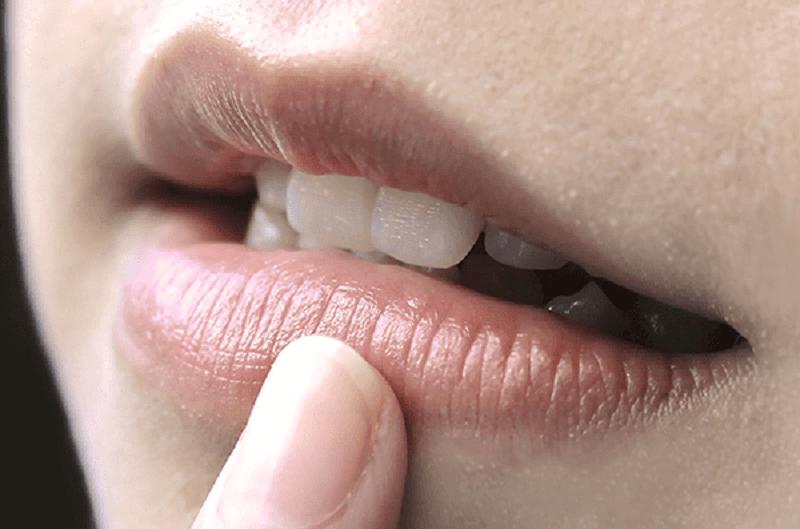 Nguyên nhân phun môi không lên màu