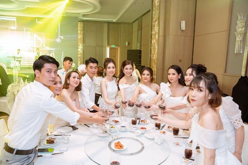 an-tuong-da-tiec-trang-mung-sinh-nhat-tap-doan-diva-group-12
