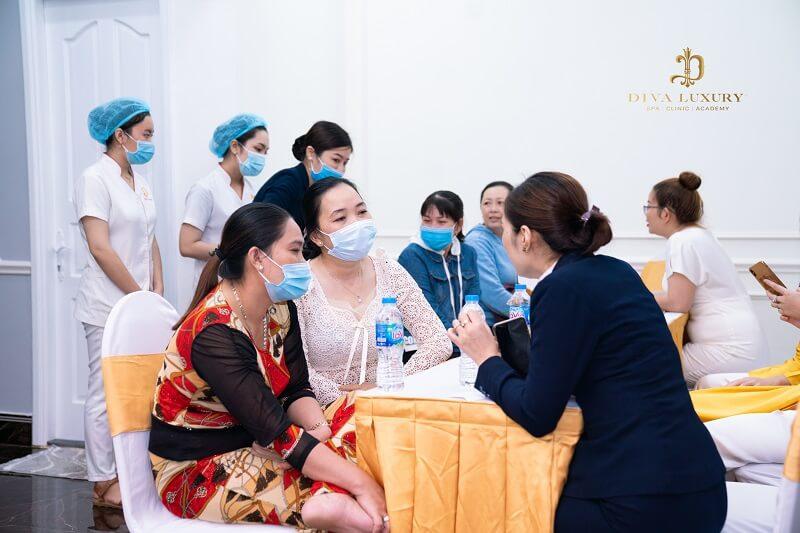Đông đảo khách hàng đến trải nghiệm dịch vụ tại VTM DIVA Sa Đéc trong ngày khai trương