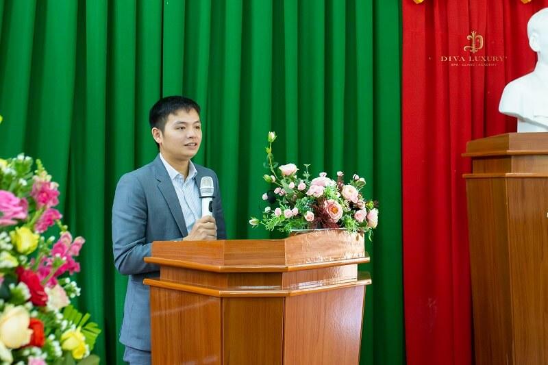 Trong không khí long trọng của buổi lễ, Chủ tịch Lê Thế Hai vinh dự đại diện cho công đoàn của công ty phát biểu cảm tưởng